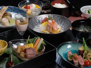 下田プリンスホテル 地産の海の幸をふんだんに使った和洋折衷の創作料理