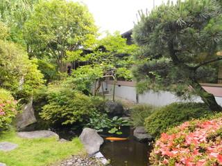 正平荘 敷地内の中央に、日本の四季が見事に集約された庭園
