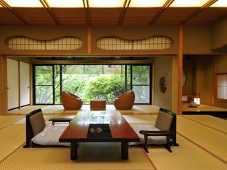 正平荘 緑豊かな中庭を囲む、現代数寄屋造りのお部屋