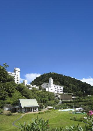 焼津グランドホテル 緑あふれるガーデン散策、テニスやパターゴルフ等リゾート施設も充実