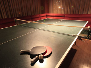 星野リゾート 界 伊東 2012年4月に新設した「卓球ラウンジ」で、温泉旅館の伝統的娯楽を楽しみたい