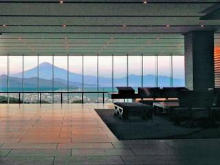 日本平ホテル エントランスから見る富士山はまるで絵画のよう