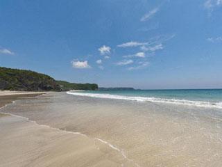 浜辺の宿 濤亭・TOUTEI 青と白が美しい静かな浜辺は水質も最高ランクです