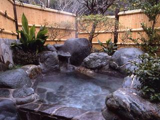 離れ家石田屋 客室専用露天風呂 温泉掛流しで一晩中ご利用頂けます