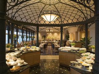 名古屋マリオットアソシアホテル 明るくカジュアルなスペースのパーゴラでは、ランチ・ディナーブッフェをご提供