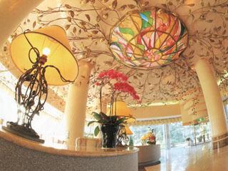 青山高原リゾート ホテルローザブランカ リゾートで優雅にリラックスできる心地よい空間のロビー