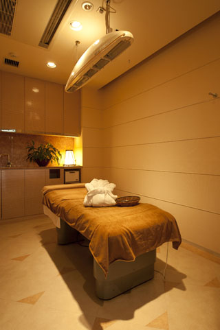 青山高原リゾート ホテルローザブランカ フェイシャル・ボディーともに完全個室のエステルーム。身も心も癒され、より美しく
