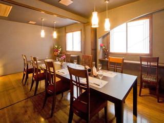 懐古ロマンの宿 季さら 個室ダイニング(1階)。3名様以上の場合、こちらでお食事をご用意させていただきます