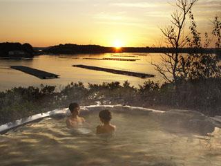 賢島宝生苑 庭園露天風呂の女湯からご覧いただける夕景は格別