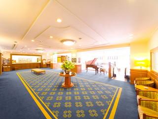 ホテルボストンプラザ草津びわ湖 落ち着きのあるインテリアと絵画がお客様をお迎えします