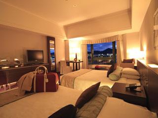 ロイヤルオークホテル スパ&ガーデンズ 中庭の景色を愉しめるガーデンサイドと、琵琶湖を望むレイクサイド