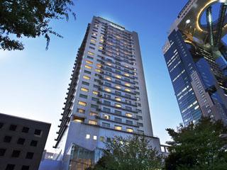 ウェスティンホテル大阪 スタンダードルームでも41平方メートルのスペースを誇り、シャワーブースも独立する豪華客室をご提供いたします。