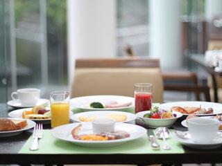 ウェスティンホテル大阪 約100種の贅沢朝食ブッフェが自慢のアマデウス