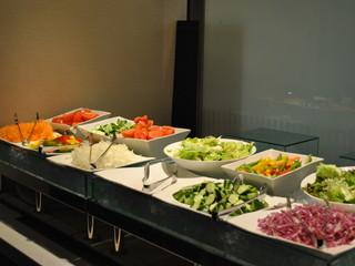 クロスホテル大阪 晴れた日には心地良いテラス席でこだわりの食材メニューを
