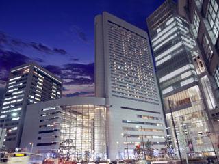 ヒルトン大阪 JR大阪駅前徒歩2分のベストロケーション。ショッピング、ビジネス、さらには京都・奈良・神戸への観光の拠点にも大変便利です。