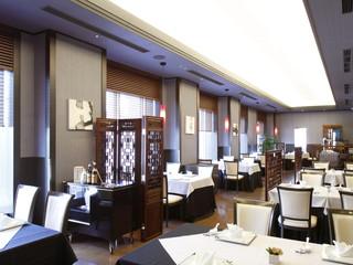 ホテルモントレ ラ・スール大阪 モノトーンと水墨画を基調としたシックな落ち着いた店内