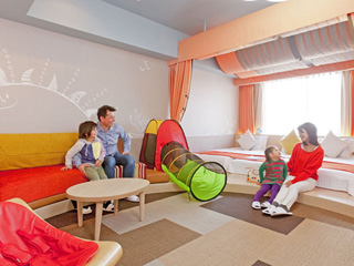 ホテルユニバーサルポート 2012年春誕生のWAKU WAKUワンダールーム。ベビーもパパ&ママも安心