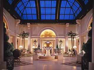 """ホテル阪急インターナショナル 25階アトリウムロビーはホテルを象徴する""""異空間"""""""