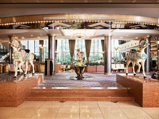ホテル阪急インターナショナル 豪華ビュッフェが年代を問わず好評のカフェ&バイキングレストラン「ナイト&デイ」