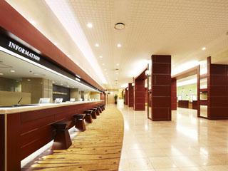 大阪新阪急ホテル 広々としたフロント・ロビー 観光案内もお任せください