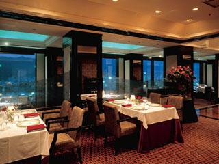 ホテルオークラ神戸 35階からの夜景とともにヨーロッパの美味を愉しめるレストラン「エメラルド」
