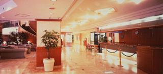 ホテルパールシティ神戸 笑顔のスタッフがお迎えするロビー・フロント