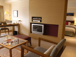 神戸ポートピアホテル エグゼクティブフロア「オーバルクラブ」の一室。専用ラウンジで飲食サービスを提供