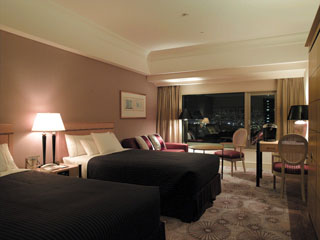 神戸ベイシェラトンホテル&タワーズ シェラトン・スイートスリッパ-ベッドを完備したタワーズツイン