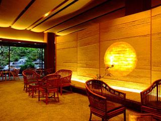 西村屋ホテル招月庭 クラシックが流れる優雅で広々としたロビー