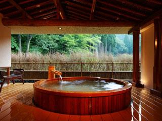 西村屋ホテル招月庭 森林庭園を望む絶景が人気のプライベートスパ