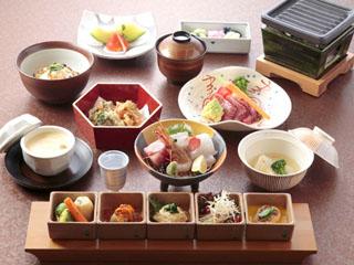 有馬グランドホテル 季節の食材を取り入れた会席料理(写真は一例)