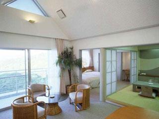 INFINITO HOTEL&SPA 南紀白浜(旧:ホテルグリーンヒル白浜) 別館の和洋室タイプのお部屋。ご家族やグループでどうぞ
