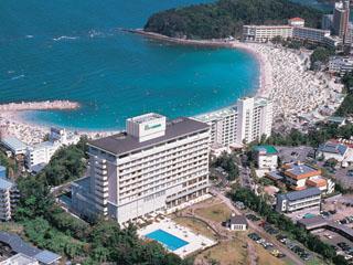 白良浜を望む高台に位置するオーシャンビューホテル