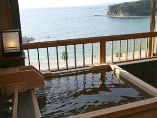 ホテル三楽荘 最上階、源泉かけ流し露天風呂付客室「ましらの」