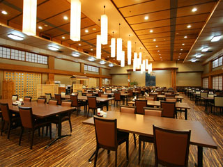ホテル三楽荘 ご夕食・ご朝食会場。お子様連れの方にも安心してご利用いただけます