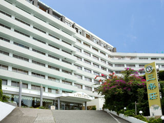 ホテル三楽荘 白良浜を一望できる落ち着いたホテルです。2種類の泉質を楽しめる大浴場でごゆっくりおくつろぎください。