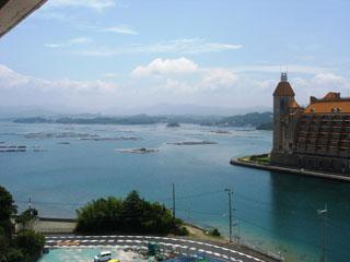 白浜シーサイドホテル 客室最上階からの眺め。田辺湾と熊野山々が見渡せます