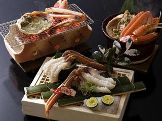 三朝温泉 依山楼岩崎 山陰で水揚げされた松葉蟹は鳥取を代表する冬の名物