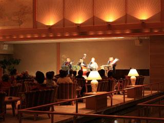 大谷山荘 ロビーラウンジでのショーは火曜以外に開催