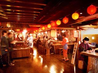 アオアヲナルトリゾート(旧:ルネッサンスリゾートナルト) 手漉き和紙や本藍染めなど徳島の食と文化を体験できる。阿波踊りライブも楽しめる