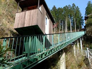 新祖谷温泉ホテルかずら橋 天空露天風呂へは、専用ケーブルカーにて