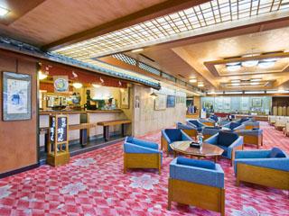 道後御湯(旧:宝荘ホテル) 落ち着いた雰囲気のロビーには展示室も併設