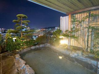 道後御湯(旧:宝荘ホテル) 城観の湯露天風呂。男女入れ替え制