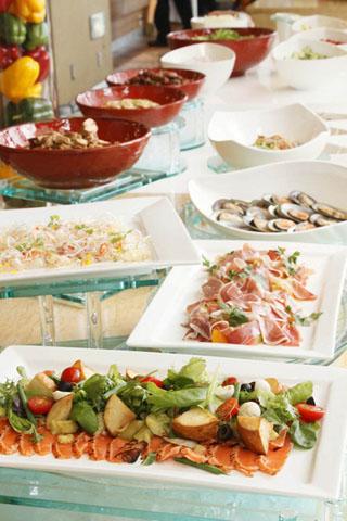 ヒルトン福岡シーホーク 約40種類以上の料理をお楽しみいただけるアトリウムレストラン「シアラブッフェ」