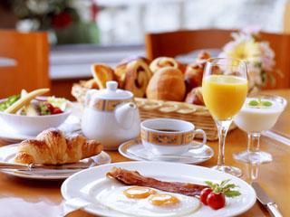 ホテルオークラ福岡 ホテルオークラ伝統のフレンチトーストなど、ブッフェスタイルのこだわりの朝食