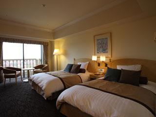 ホテルオークラJRハウステンボス 色のトーンを控えめに抑え、こだわりのベッドを用意しております