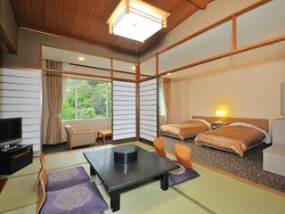 杉乃井ホテル本館 本館山側和洋室。その他、ツインルームや和室、ハイグレードな客室も揃う
