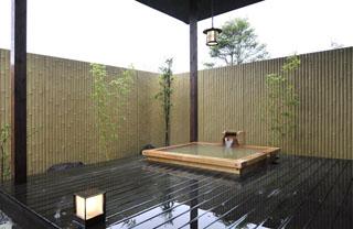 きりしま悠久の宿一心 離れ客室「さくら」の檜造り露天風呂