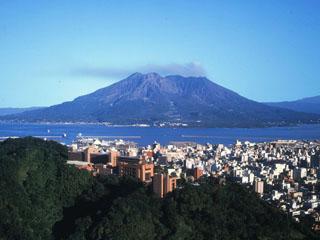 城山観光ホテル(2018年5月8日より:城山ホテル鹿児島) 標高108mの高台「城山」に建ち、桜島、市街地を一望