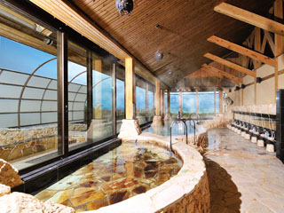 リザンシーパークホテル谷茶ベイ コバルトブルーの海を眺めながらゆったりとサウナ付の展望風呂でおくつろぎください